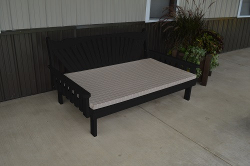 4' Fanback Yellow Pine Daybed - Black w/ Cushion