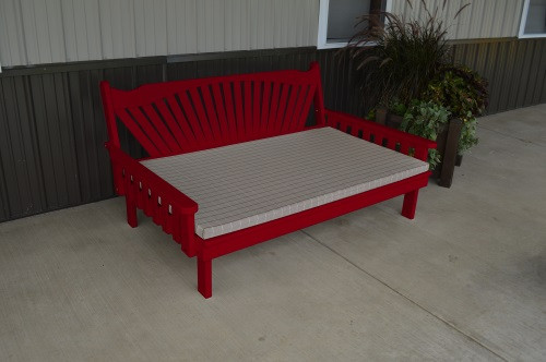 4' Fanback Yellow Pine Daybed - Tractor Red w/ Cushion
